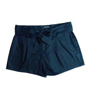 Banana Republit Tie waist scalloped Shorts